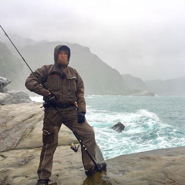 Активно тестирую новый непромокаемый мембранный костюм от @aquatictackle Ветрище, дождище и в целом непогодище. Hard testing of new fishing suit. Waterproof, membrane tech for strong wind and torrential rain.