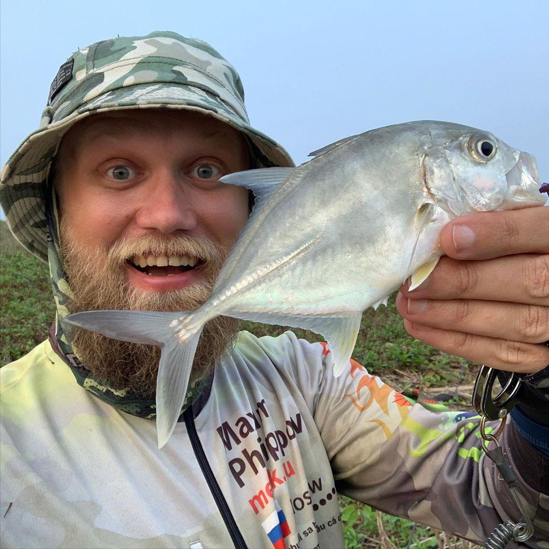 Новый вид пойман! Этот малыш вырастает до огромных размеров, это гигантский каранкс. New specie caught! This little one is Giant Trevally - GT, most big game fish.