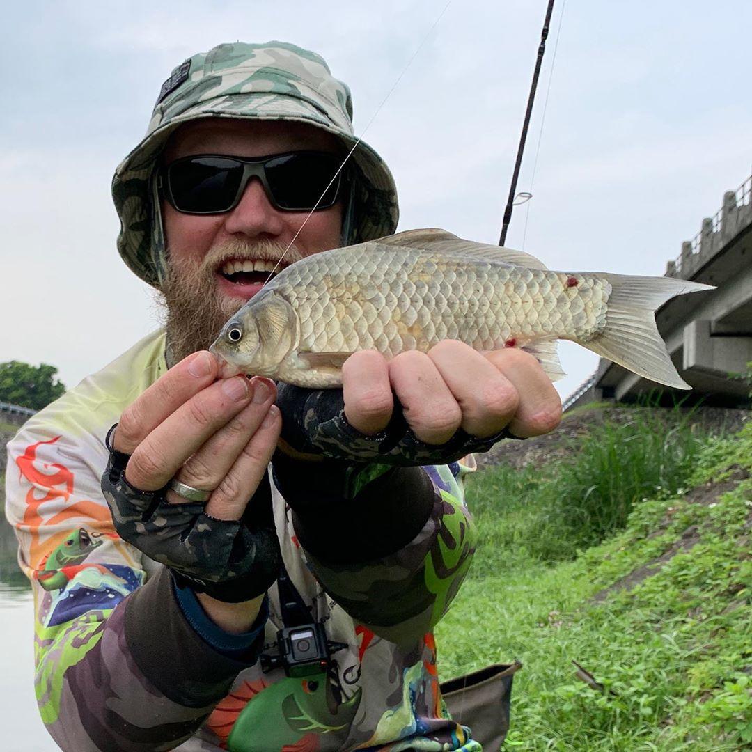 Поймал карася на ДЖИГ!!! У кого нибудь ловился так? Unbelievable catch. Crussian carp on small SOFTBAIT!!! Is anyone got on same bait?