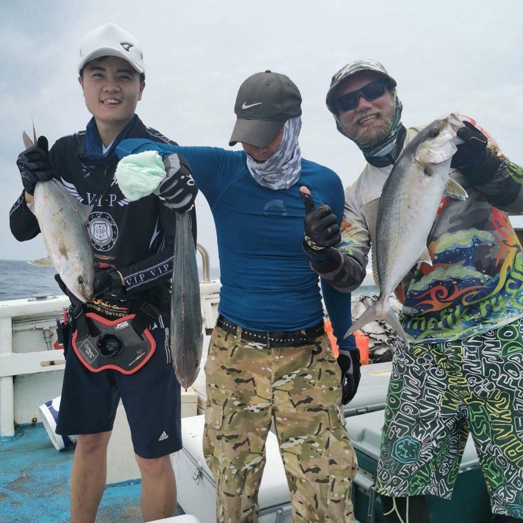 Трудовая рыбалка. Из 16 человек поймало только 4)))) Трое в кадре. Tough fishing. Only 4 angler land the fish.