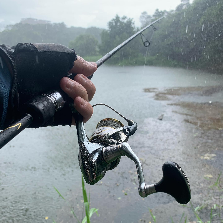 Ливень рыбалке не помеха! Torrent doesn't bother to fishing!