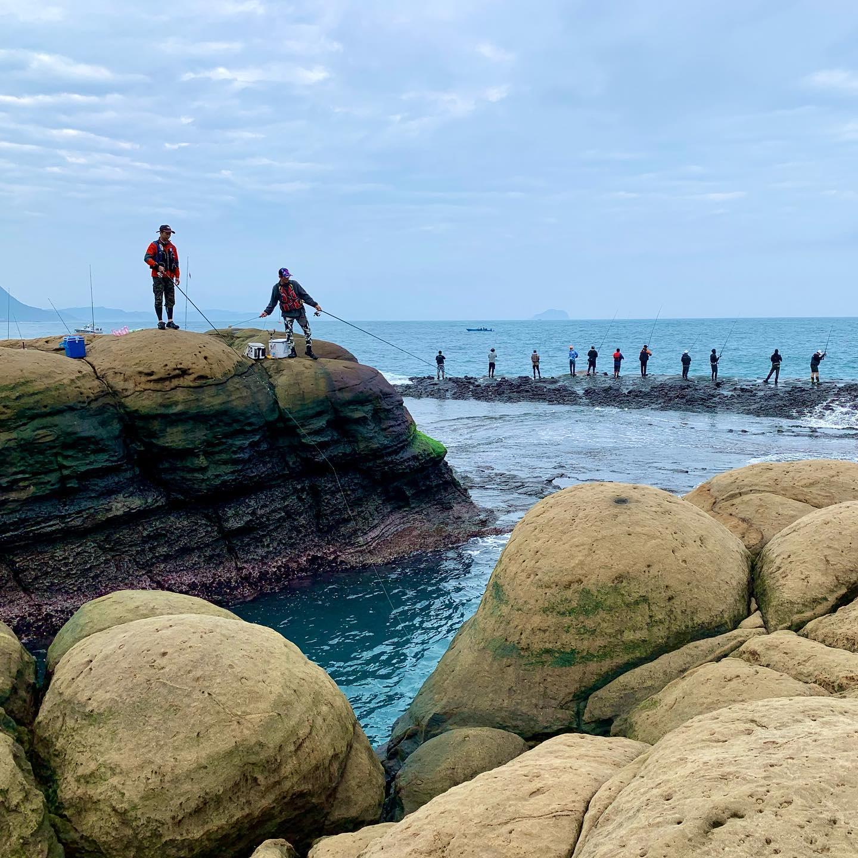 Поплавочники тоже отрываются на рифе. Floating guys also hitting the reef.