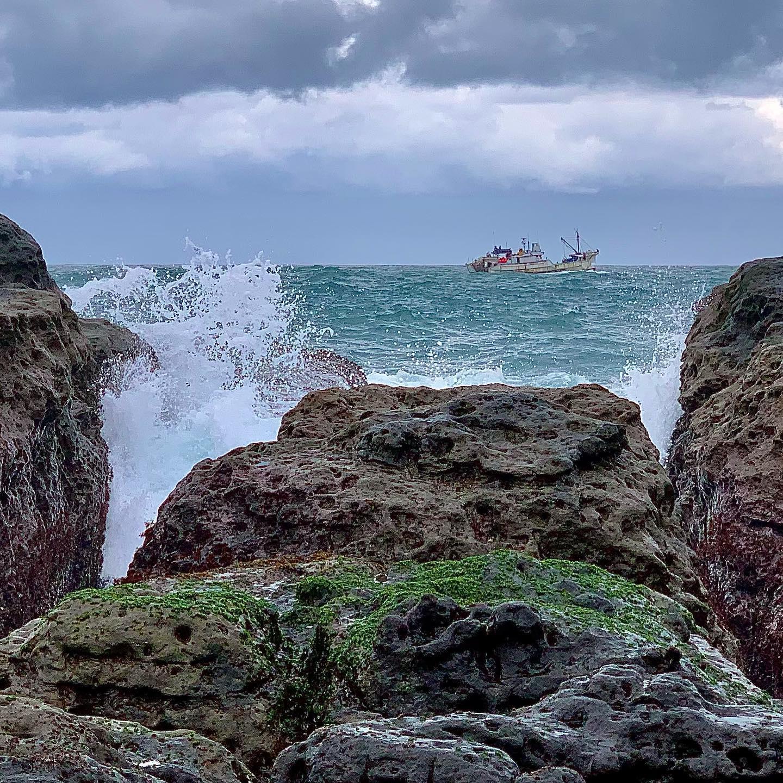 Последние 10 выходов в море отменены по причине погоды. В этом году конечно жуть, океан никак не успокоится. Last 10 outshore canceled coz weather. This year ocean is very unstable.